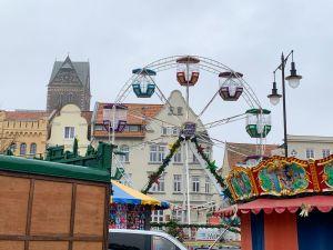Riesenrad auf dem Kinderweihnachtsmarkt Wismar